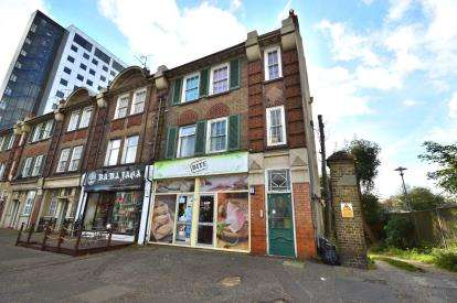 2 Bedrooms Flat for sale in Southchurch Road, Southend-On-Sea, Essex