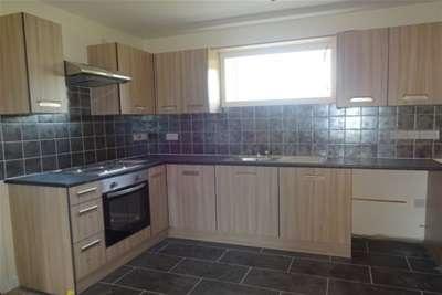 3 Bedrooms Flat for rent in Rough Hay Road, Wednesbury, WS10