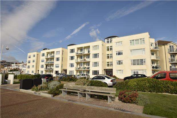 2 Bedrooms Flat for sale in Alderton Court, West Parade, BEXHILL TN39 3HF