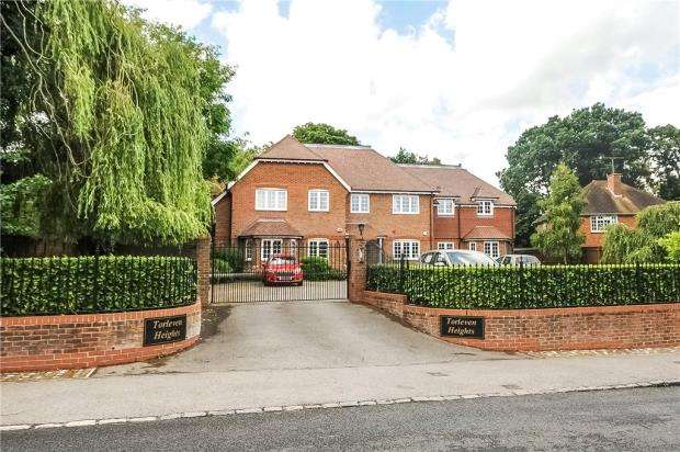 2 Bedrooms Apartment Flat for sale in Torleven Heights, Forest Road, Binfield