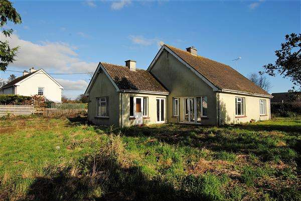 3 Bedrooms Detached Bungalow for sale in Newlands, Freshwater East Road,, Lamphey