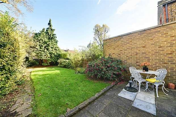 3 Bedrooms Terraced House for sale in Park Hall Road, East Finchley, N2