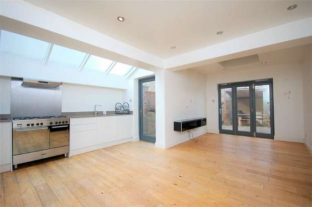 2 Bedrooms Flat for sale in Crownhill Road, Harlesden, London
