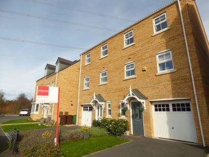 4 Bedrooms Semi Detached House for sale in Springfield Crescent, Lofthouse, Wakefield, West Yorkshire