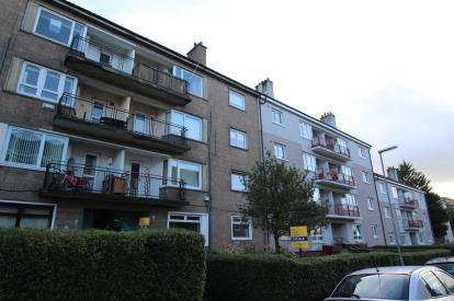 2 Bedrooms Flat for sale in Fieldhead Drive, Glasgow