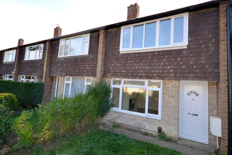 3 Bedrooms Terraced House for sale in Knaphill