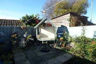 2 Bedrooms Terraced House for rent in St. Davids Road, East Cowes