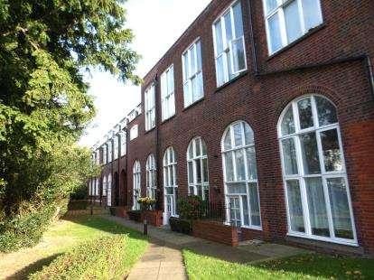 2 Bedrooms Maisonette Flat for sale in Sweyne Avenue, Southend-On-Sea, Essex