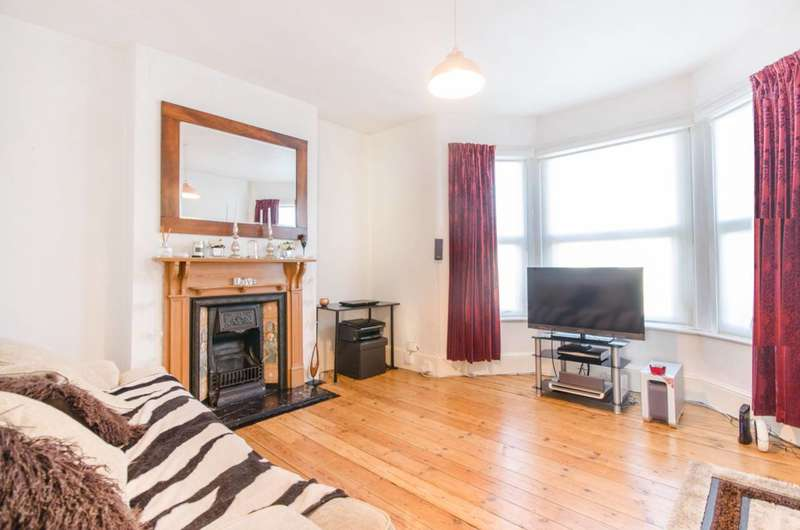 2 Bedrooms Flat for sale in Wellmeadow Road, Catford, SE6