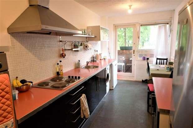 2 Bedrooms Maisonette Flat for sale in Earlsferry Way, London, N1