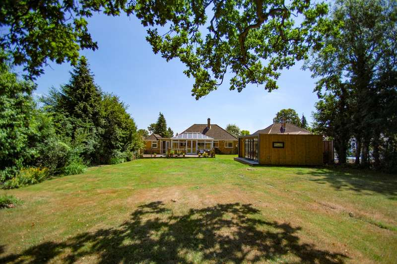 3 Bedrooms Detached Bungalow for sale in Church Grove, Wexham, SL3