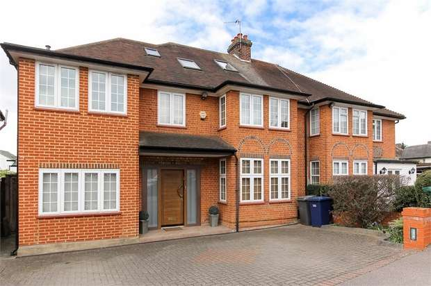 5 Bedrooms Semi Detached House for sale in Fairview Way, Edgware, HA8, Greater London