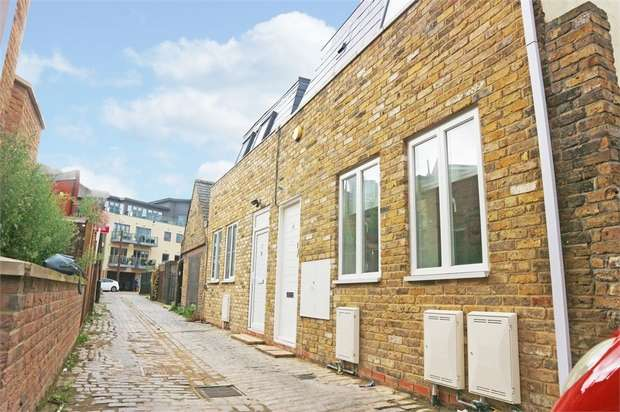 2 Bedrooms Semi Detached House for sale in Coliston Passage, London