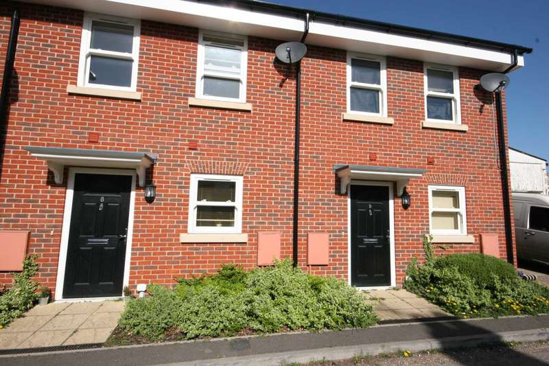 3 Bedrooms Town House for rent in Crookham Road, Fleet
