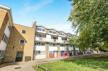 2 Bedrooms Maisonette Flat for sale in Western Way, Letchworth Garden City, Hertfordshire