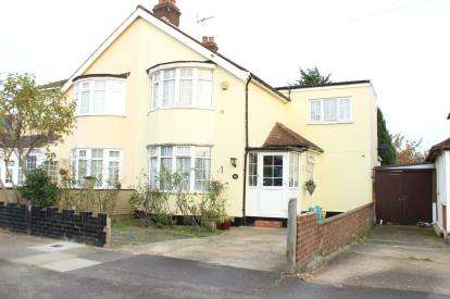 2 Bedrooms Semi Detached House for sale in Clayhall, Essex