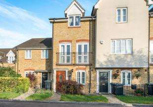 3 Bedrooms Terraced House for sale in Kendall Gardens, Gravesend, Kent