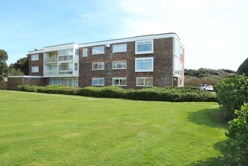 2 Bedrooms Flat for sale in Cliff Road, Milford On Sea, Lymington, Hampshire