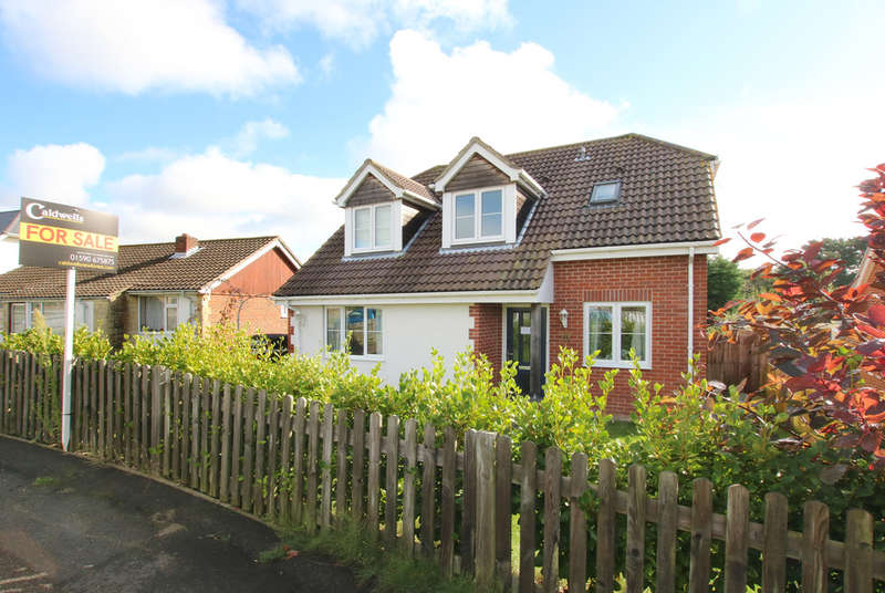 3 Bedrooms Detached House for sale in Fullerton Road, Lymington, Hampshire