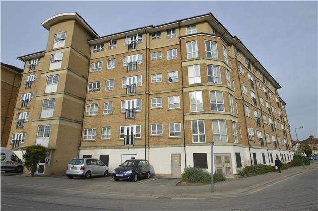 1 Bedroom Flat for sale in Geneva Court, 2 Rookery Way, LONDON, NW9 6GB