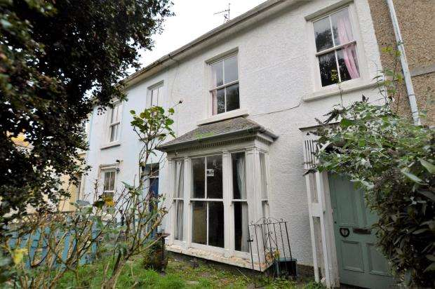 3 Bedrooms Terraced House for sale in Coulsons Place, Penzance, Cornwall