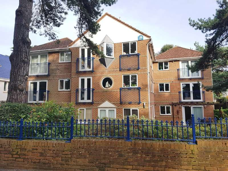 2 Bedrooms Ground Flat for sale in Panorama Road, Poole, BH13