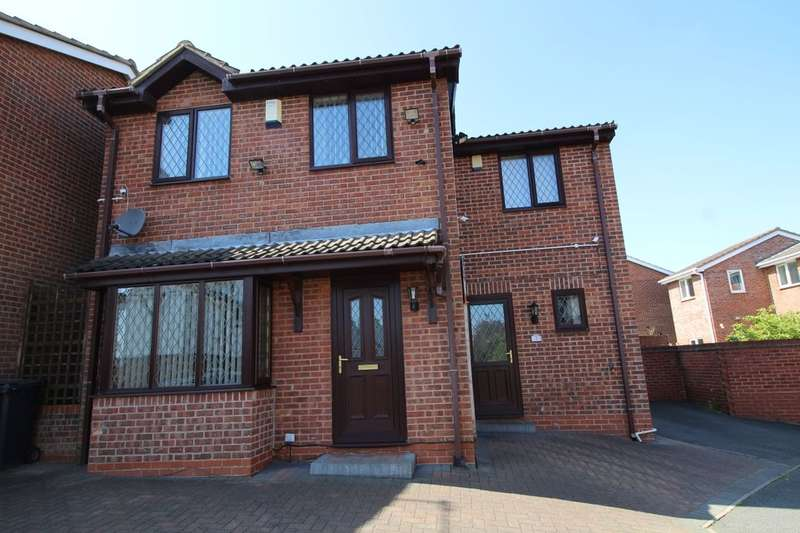 4 Bedrooms Detached House for sale in Whyston Court, Hucknall, Nottingham, NG15