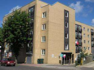 2 Bedrooms Flat for sale in Pelham Court, Coombe Road, Brighton, East Sussex