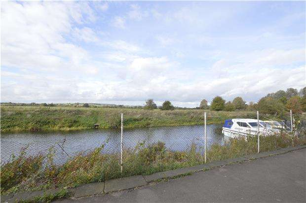 2 Bedrooms Flat for sale in Back of Avon, TEWKESBURY, Gloucestershire, GL20 5US