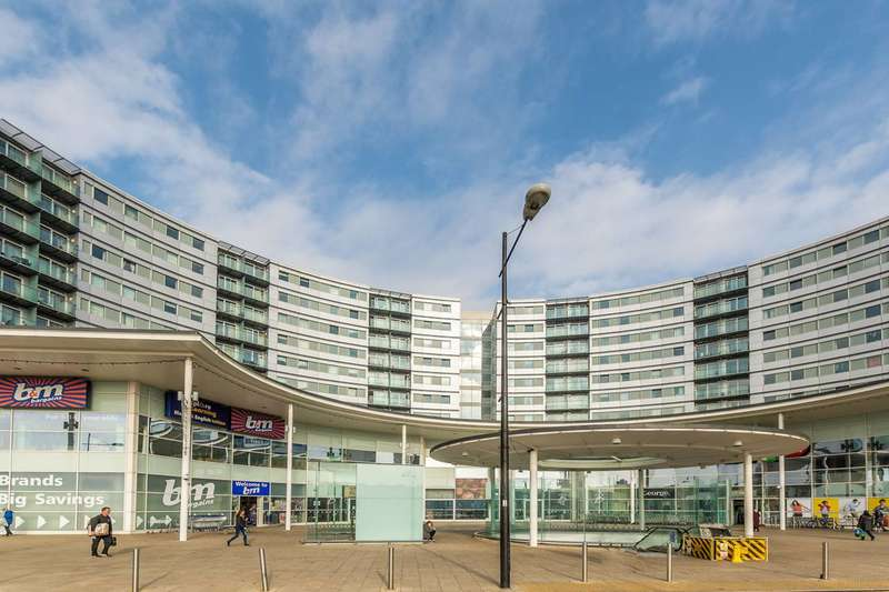 2 Bedrooms Flat for sale in The Blenheim Centre, Hounslow, TW3