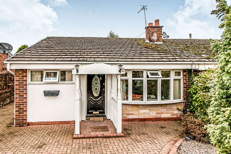 3 Bedrooms Semi Detached Bungalow for sale in Fieldhead Avenue, Astley,Tyldesley, Manchester, M29