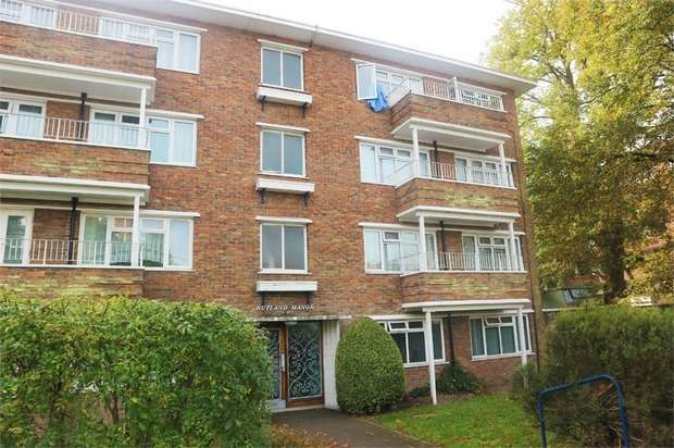 2 Bedrooms Flat for sale in 319 Poole Road, Branksome, Poole, Dorset