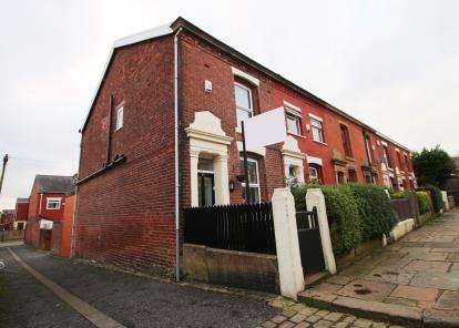 3 Bedrooms End Of Terrace House for sale in Lansdowne Street, Blackburn, Lancashire, BB2