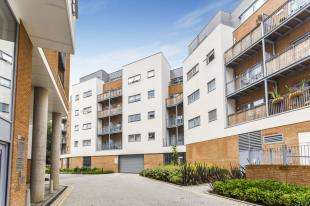 2 Bedrooms Flat for sale in Azure Court, Sovereign Way, Tonbridge