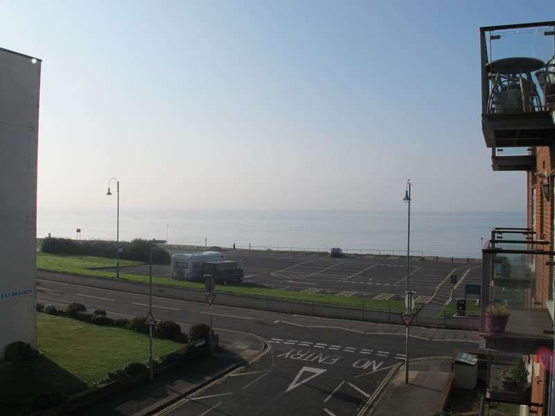 2 Bedrooms Apartment Flat for rent in Beach Road, Lee-On-The-Solent