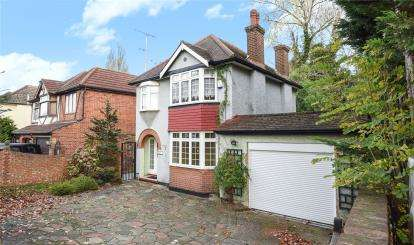 3 Bedrooms Detached House for sale in Sevenoaks Way, Orpington
