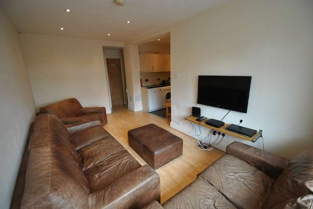 8 Bedrooms Semi Detached House for rent in Edgeworth Drive, Fallowfield, Manchester, M14 6RU
