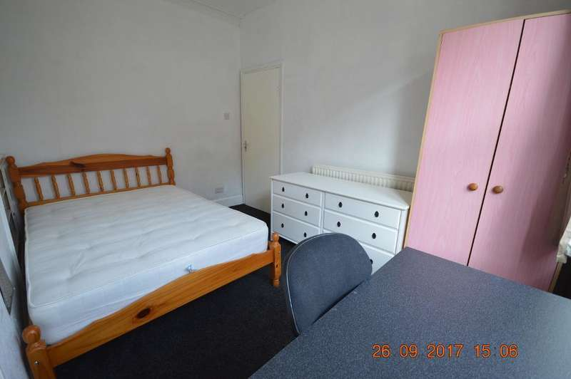 3 Bedrooms Terraced House for rent in Bede Street, Bede Park, Leicester, LE3 5LD