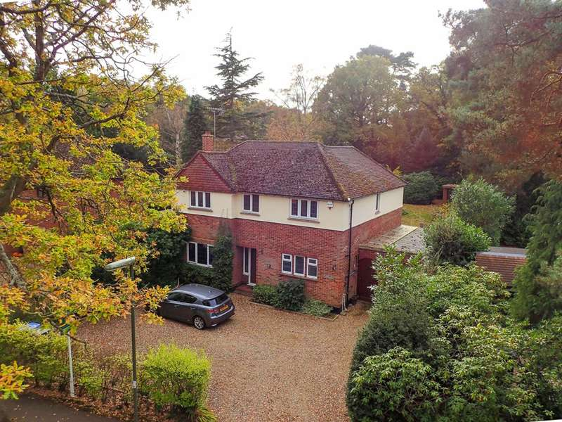 4 Bedrooms Detached House for sale in Norfolk Farm Road, Pyrford, GU22