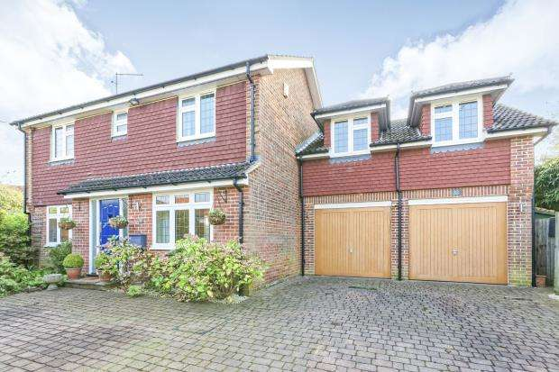 4 Bedrooms Detached House for sale in Shalford, Guildford, Surrey
