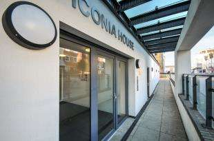 2 Bedrooms Flat for sale in Iconia House, Homesdale Road, Bromley, Kent