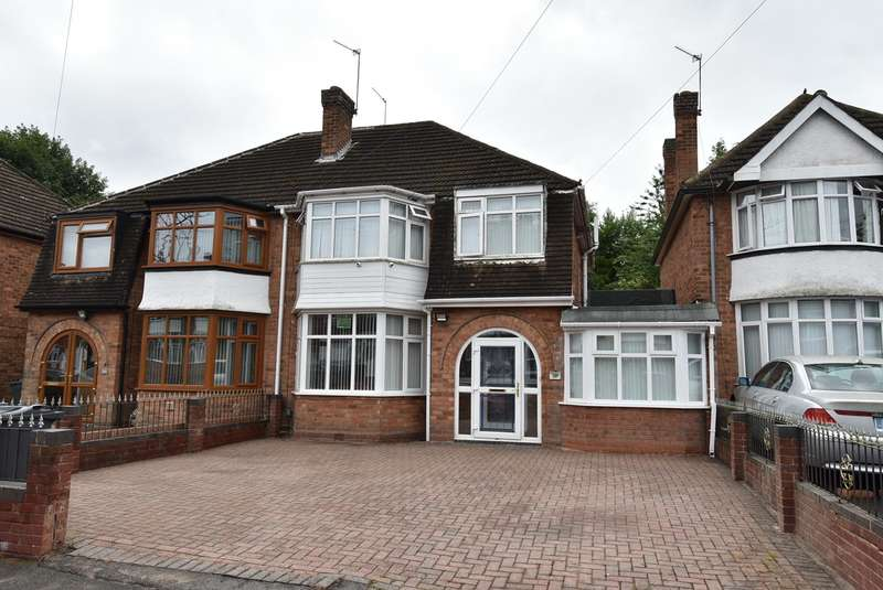 3 Bedrooms Semi Detached House for sale in Pickwick Grove, Moseley, Birmingham, B13