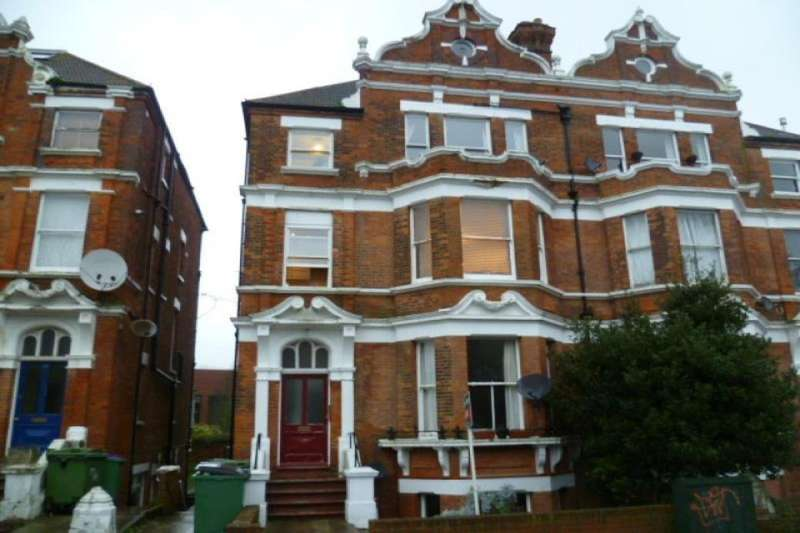 2 Bedrooms Flat for sale in Bouverie Road West, Folkestone, CT20