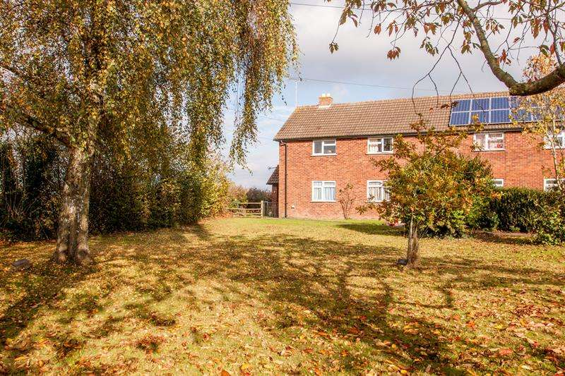 2 Bedrooms Maisonette Flat for sale in Church View, Much Dewchurch, Hereford
