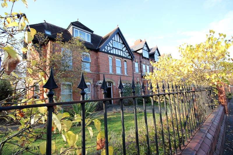 2 Bedrooms Penthouse Flat for sale in Ombersley Road, Worcester, WR3