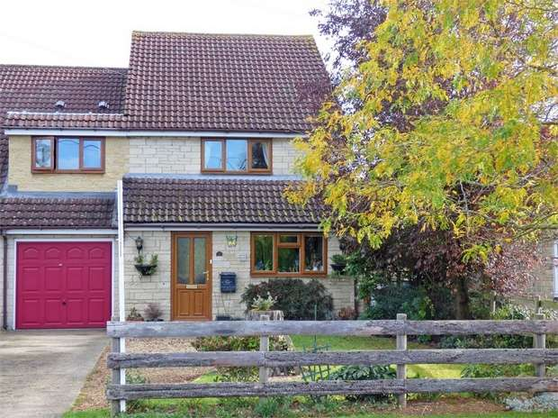 3 Bedrooms Semi Detached House for sale in Swinbrook Road, Carterton, Oxfordshire