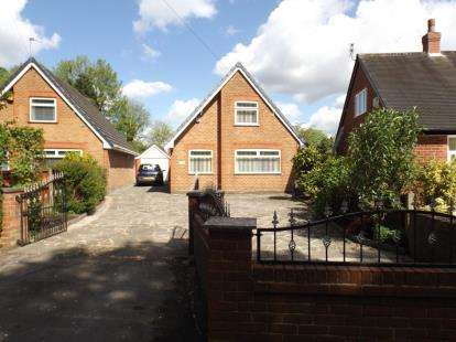 2 Bedrooms Bungalow for sale in Green Lane, Padgate, Warrington, Cheshire