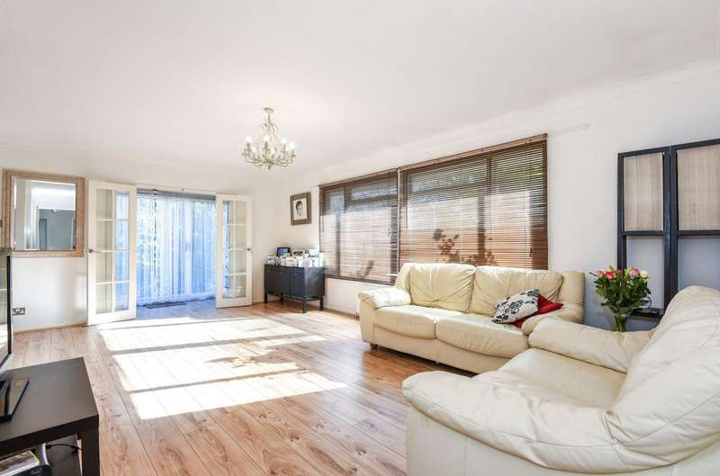 5 Bedrooms Detached Bungalow for sale in Curzon Place, Pinner