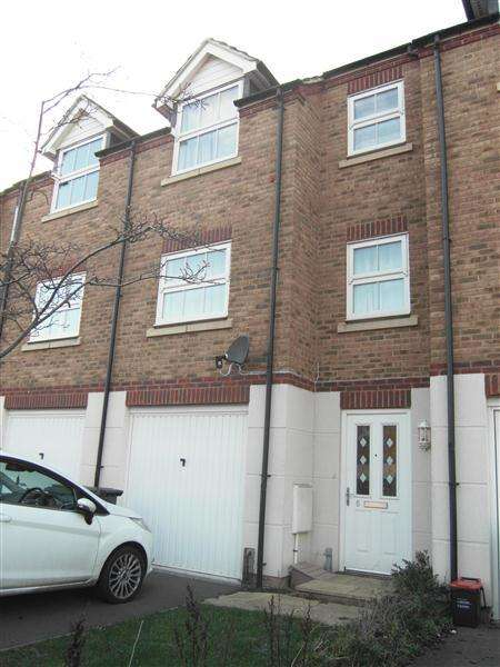 4 Bedrooms Terraced House for sale in Lynley Close, Maidstone