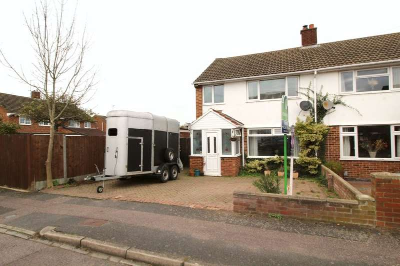 3 Bedrooms Semi Detached House for sale in Gilwell Close, Putnoe, Bedford, MK41